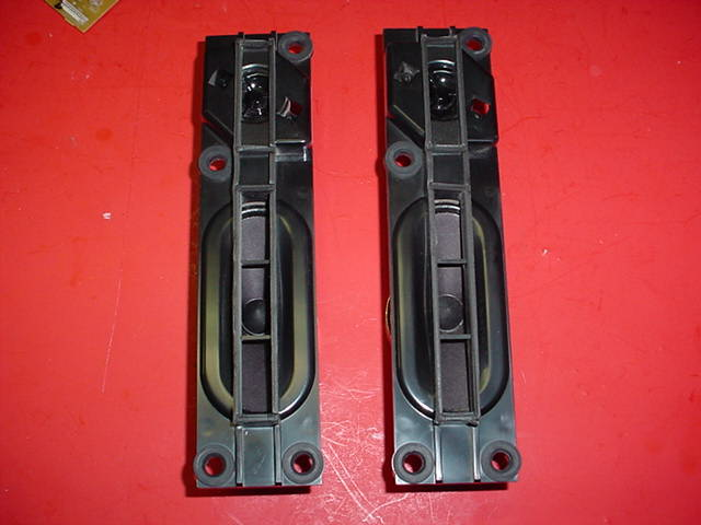 Toshiba 56HM66 Speakers (PAIR) PN: V30A00000300